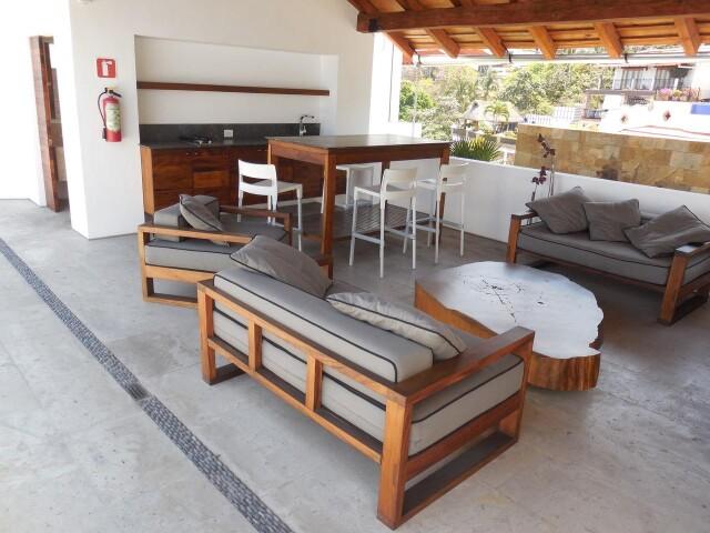 13 Terraza Pool Deck